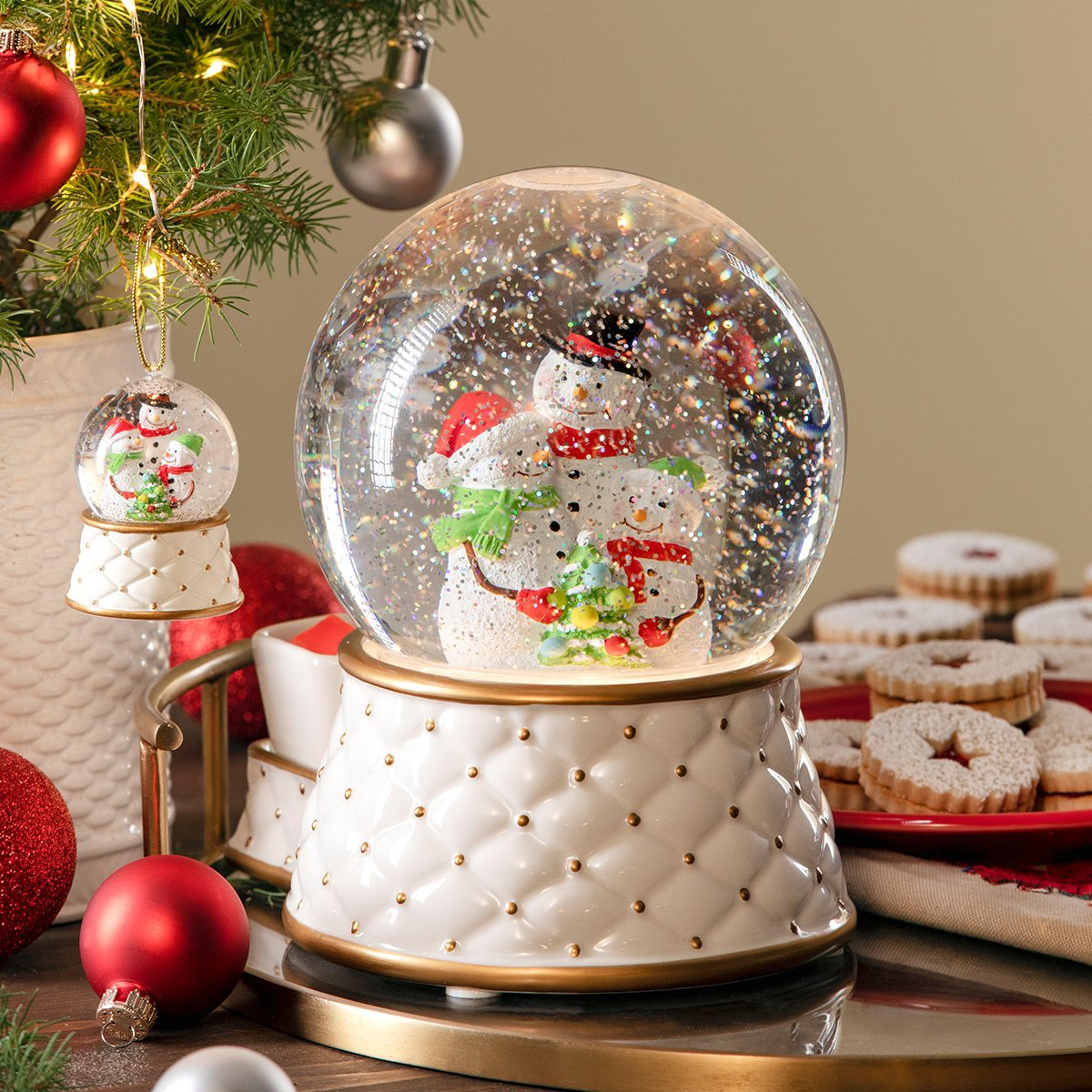 Scentsy Snow Globe Warmer 2019 Limited Edition Holiday